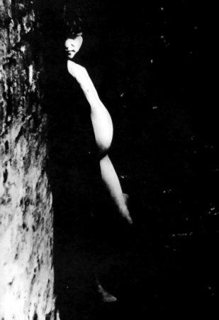 11-летняя проститутка Мэри Симпсон, известная под кличкой миссис Бэрри на 4 месяце беременности. Лондон, Великобритания, 1871 г.