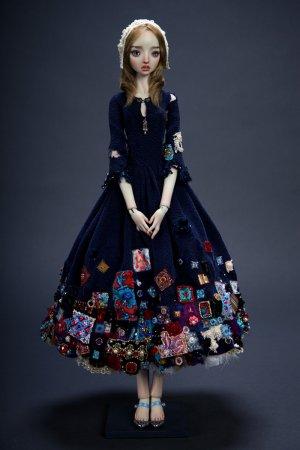 кукла в синем платье