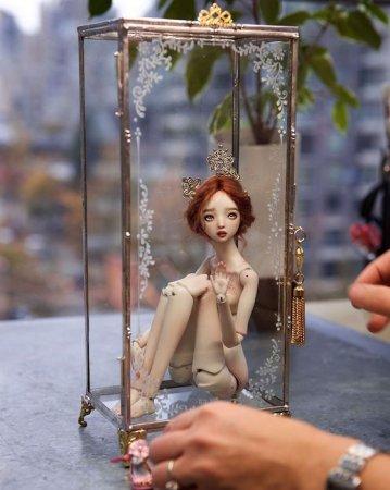 грустная кукла