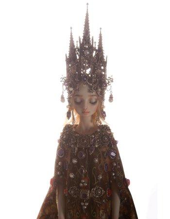 красивая кукла из фарфора