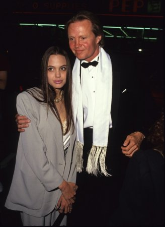 Анджелина Джоли с папой, 1990 год