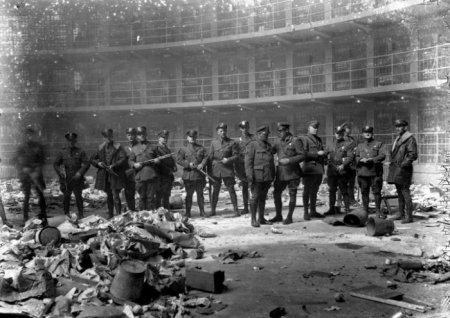 После бунта в тюрьме. Иллинойс, 1931.
