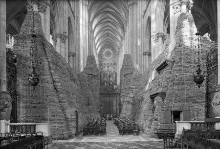 Кафедральный собор в городе Амьен, Франция, во время Второй Мировой.