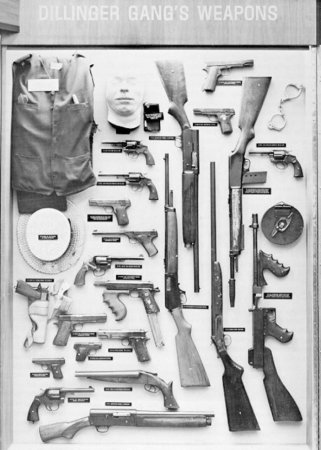 Оружие, изъятое у членов банды Диллинджера.