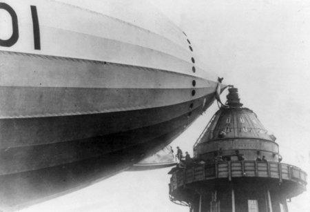 Башня для стыковки дирижаблей и британский дирижабль R101. 1929.