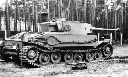 Немецкий танк Тигр мог выглядеть вот так. Но эта модель, представленная фирмой Фердинанда Порше проиграла конкурс. 1942 год.