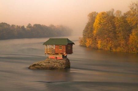 Дом посреди реки Дрина, Сербия