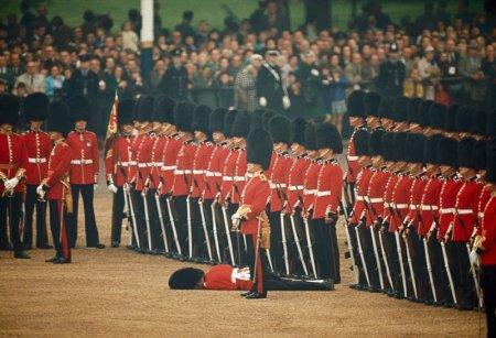 Ирландский полк Почетного караула всегда на страже, Лондон, 1966 год