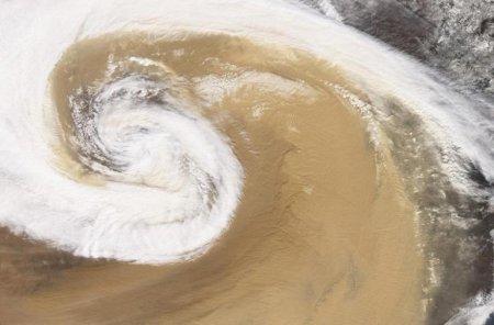 Песчаная буря – Китай (апрель 2001)