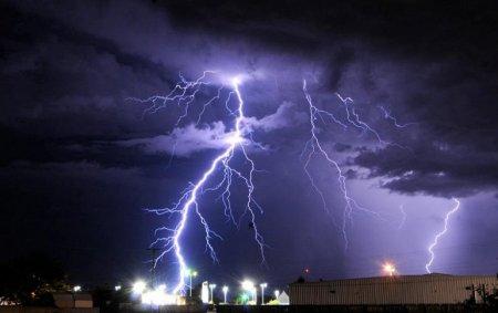 Шторм и молнии в Розуэлле, Нью-Мексико (июль 2010)