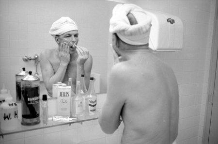 Фрэнк Синатра бреется, 1965.