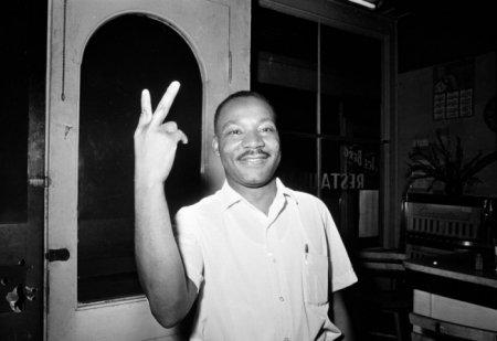 Мартин Лютер Кинг после того, как узнал, что Сенат принял законопроект о гражданских правах, 19 июня 1964.