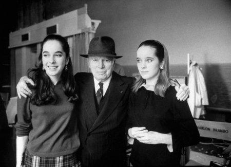 Чарли Чаплин с дочерьми Жозефиной и Викторией, 1966.