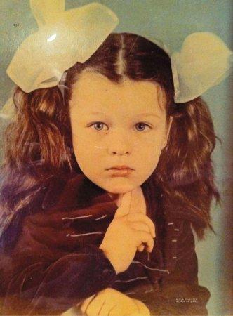 Милла Йовович в детстве.