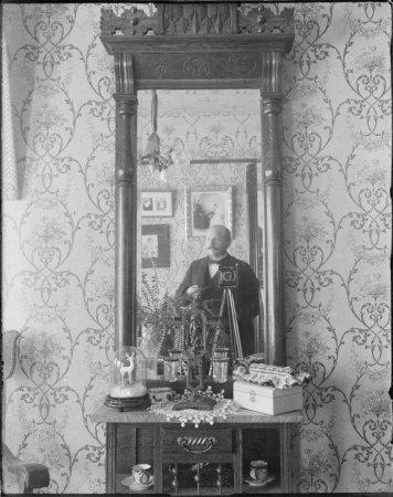 """Одно из первых """"селфи"""", 1910 год"""