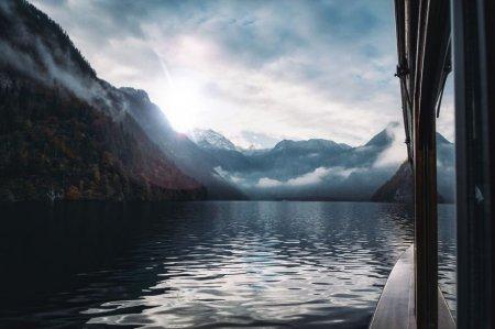 На лодке по озеру