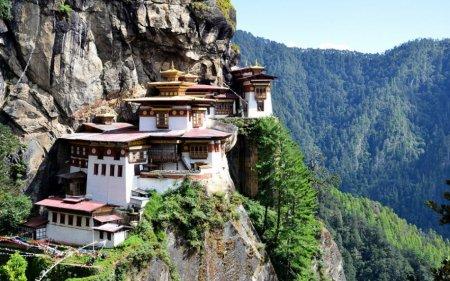 Монастырь Гнездо Тигра, долина Паро, Бутан