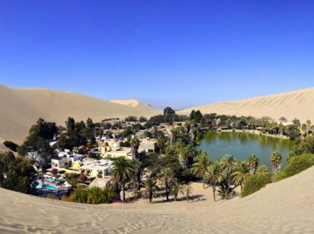 Уакачина, оазис в пустыне Сечура, Перу