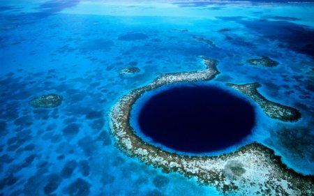 Голубое подземное озеро в Белизе