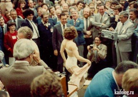 Стриптизёрша в торговом зале Фондовой биржи Торонто, конец 1970-х годов.