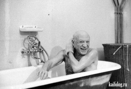 Пабло Пикассо в ванной.