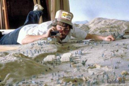 Спилберг во время съёмок первого фильма о Индиане Джонс, 1980-ый год. Именно так снимали этот фильм.