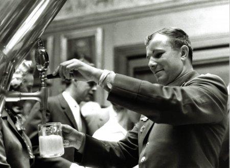 Гагарин на заводе Carlsberg, 1962