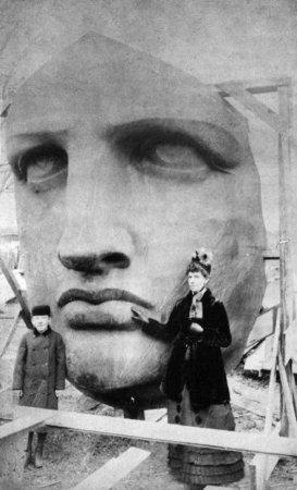 Распаковка головы статуи Свободы, 1885