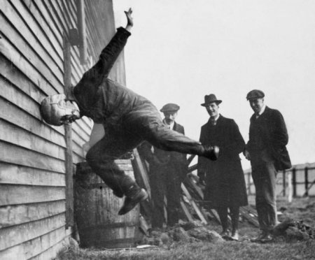 Тестирование шлема для регби, 1912