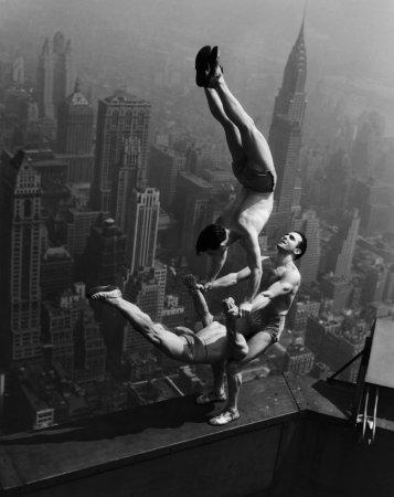 Выступление акробатов на Эмпайр-стейт-билдинг, 1934