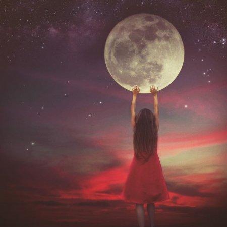 дотронуться до луны