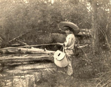 Эрнест Хемингуэй на рыбалке, 1904