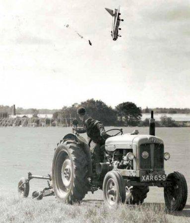 Летчик-испытатель Джордж Аирд выпрыгнул из самолета после потери управления