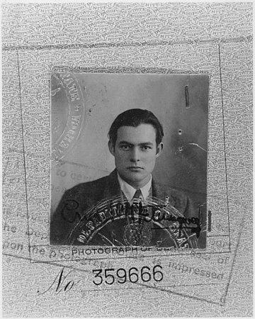 Фото на паспорт Эрнеста Хемингуэя, 1923.