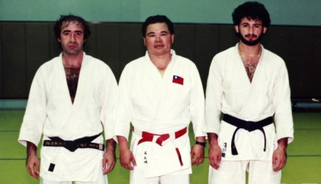 Усама бен Ладен (справа) на дзюдо.