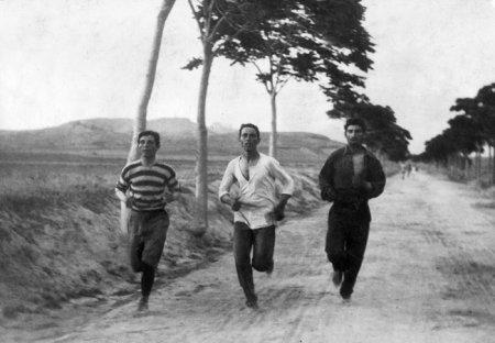 Марафонцы на первых современных Олимпийских играх, проходивших в Афинах, Греция, 1896