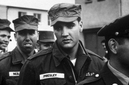 Элвис Пресли во время службы в армии США, 1958