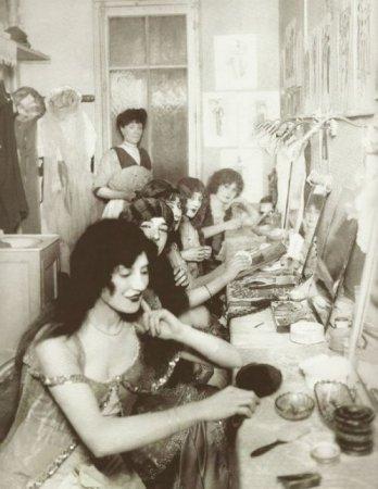 Туалетная комната в Мулен Руж, 1924