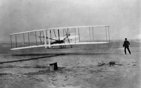 Первый полет братьев Райт, которые придумали первый в мире самолёт, 1903